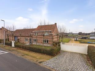 In Kerkhoven, Lommel, vinden we deze mooie landelijke hoeve terug. De hoeve is gelegen op de Driekooien 68.<br /> <br /> De indeling van de woning i
