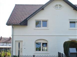 Deze woning is intrekklaar en heeft de volgende indeling:<br /> GLV: inkomhal met vaste trap naar boven, woonkamer, keuken met eetruimte, berging, gas