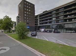 Commercieel gelijkvloerse ruimte van om en bij 304m² en kantoorruimte op de eerste verdieping van +/- 304m² zeer gunstig gelegen aan de Kram