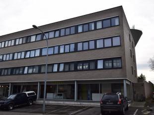 Vronemeers 8, dans le centre de Asse: Appartement deux chambres de 90m² avec terrasse (8m², sud) et cave. Petit immeulbe sans ascenseur, peu