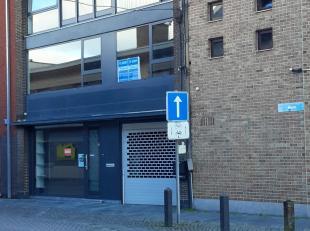 En plein centre de Londerzeel: Maison mixte de commerce et d'habitation se composant d'un commerce de 110m² sur deux niveaux, un atelier de 125m&