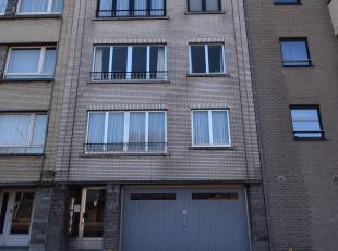 Chaussée de Ninove 238: Appartement deux chambres de 80m² avec une terrasse de 7m² orientée sud et une cave de 8m². Petit