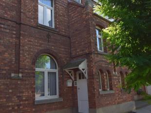 Burgerstraat 40 : Eengezinswoning met een bewoonbare oppervlakte van 140m² (4 slaapkamers) met een terras en een tuin (zuid). Geen centraal verwa