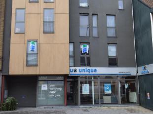 In het centrum van Asse: Appartement 2 slaapkamers van 80m² met terras en kelder. Gebouw van 2007, onmiddellijk vrij