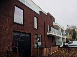 LAATSTE APPARTEMENT in dit moderne en zeer mooi afgewerkte project, bestaande uit 13 appartementen, 13 garages en 3 buitenstaanplaatsen is er voor ied