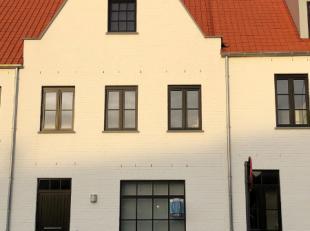 CONTACTEER EVELYNE 0478/596192 VOOR MEER INLICHTINGEN OF EEN BEZOEK ! Deze nieuwbouwwoning is gelegen in Bevegem, deelgemeente van Zottegem. De woning