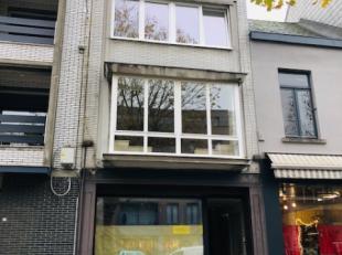 Op een heel centrale ligging in centrum Zottegem, vinden we deze opbrengsteigendom bestaande uit een handelsruimte met mooie woonst en tuin en 2 appar