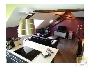 Dans un agréable résidence en centre-ville tout en étant au calme avec atrium, à découvrir : superbe et chaleureux