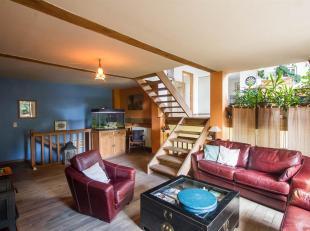 Très belle maison atypique aménagée en demi-niveaux et développant une superficie habitable de 266m2. Offrant de beaux vol