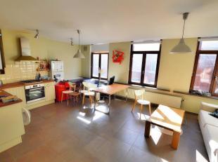Palais de Justice, Lumineux appartement de 72 m2 rénové en 2011. Il se compose d'un living avec cuisine ouverte, 2chambres, salle de dou