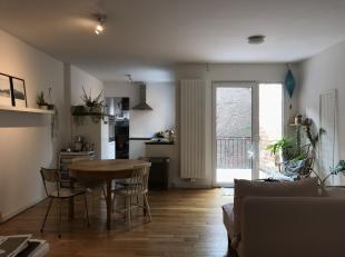 We vinden dit prachtig 2 slaapkamer appartement tussen het Museum en de Vlaamse Kaai in het hippe Zuid. Leefruimte met open keuken welke werd voorzien