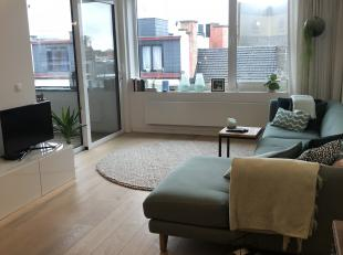 We vinden dit recentelijke luxueus gerenoveerd appartement in de zeer gegeerde buurt Antwerpen Zuid. Het appartement is gelegen op de 5e verdieping va