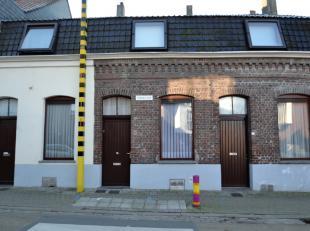 Instapklare woning met stadstuin en 2 slaapkamers.Deze woning is rustig gelegen tussen het centrum van Harelbeke en de Leie.Vooraan is er een salonrui