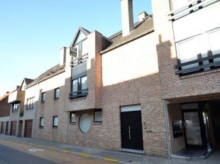 Dit appartement is gelegen op de 2de verdieping van een kleinere residentie in de Leiestraat, nabij het centrum van Kuurne. Via de inkomhal (met aangr