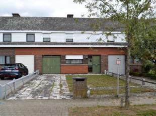 Gezinswoning in een rustige woonwijk, grenzend aan een groene zone.Deze woning is werkelijk zeer goed gelegen: in een rustige woonwijk (geen doorgaand