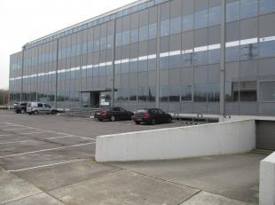 Wij bieden 515m² en 506m² op de derde verdieping te huur aan in een modern kantoorgebouw met zichtlocatie op de Bischoppenhoflaan. De kantor