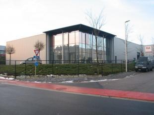 Prachtig bedrijfspand te huur met een magazijn van 1.500m² en kantoorruimte van 200m² op gelijkvloers en 150m² op de eerste verdieping