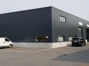 Recent gebouwd magazijn te huur van 468m², gelegen op 200m van de ring van Antwerpen. Bereikbaar via zowel de Vaartkaai als de Bredabaan. <br />
