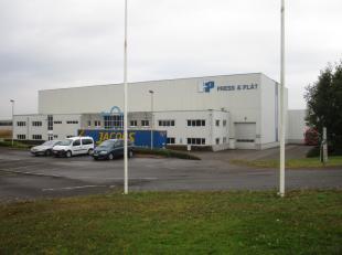 Oreon Properties presenteert:<br /> Semi  industrieel gebouw te huur!  Gunstig gelegen in de industriezone  Tongeren Oost. Deze site kent een uitsteke