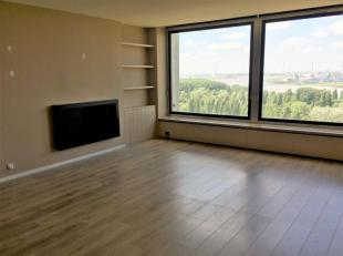 Zonnig appartement met 2 slaapkamers en terras met zicht over Antwerpen.<br /> Het appartement is volledig gerenoveerd en instapklaar!<br /> Het appar