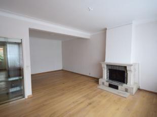 Zonnig en ruim appartement met 2 slaapkamers en een zonnig ruim terras. Het appartement is op de 1e verdieping gelegen in een klein gebouw te bereiken