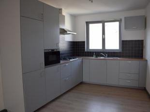 Gerenoveerde woning met 3 slpk met terras en een ruime garagebox/magazijn.<br /> De woning bestaat uit een ruime garagebox die men kan gebruiken als