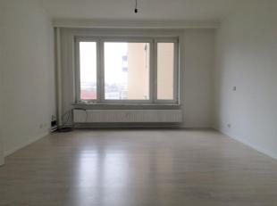 Ruim app met 2 slaapkamers en terras. Het appartement is in een goede verzorgde staat en instapklaar. <br /> Het app is op de 4e verdieping te bereike