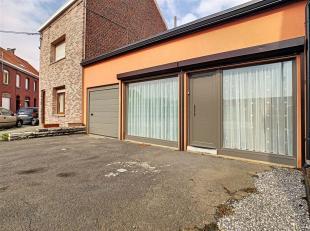 Maison d'habitation de plain-pied avec parking privé et garage située à Herseaux dans une rue calme. Le bien dispose: d'un hall d