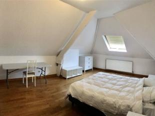 Appartement de standing au deuxième étage d'un magnifique bâtiment sur la chaussée de Douai.<br /> L'appartement est compos