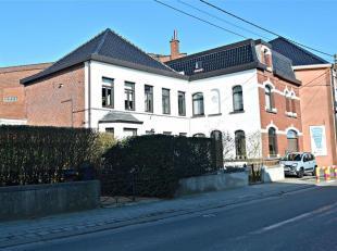 Splendide maison bourgeoise de 1851 située au coeur du village de Templeuve.<br /> Matériaux, hauteur de plafond, moulures, ambiance, ..