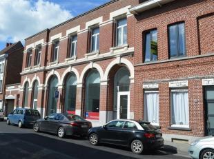 Bel appartement situé au rez-de-chaussée d'un immeuble complètement rénové. <br /> Composé de 2 belles chamb