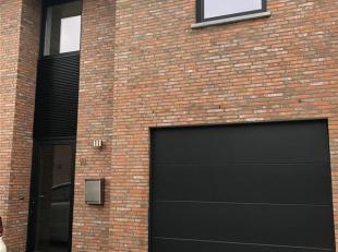 Superbe maison 3 façades  totalement disposant d'un grand living ainsi que d'une belle cuisine ouverte et équipée ainsi que d'un