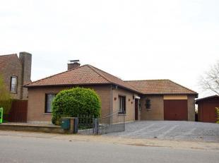 Très jolie maison 4 façades de plain-pied avec un très beau jardin et un double garage située dans un cadre champêtr