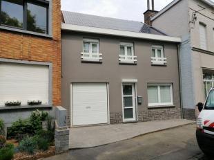 Jolie maison rénovée de 4 chambres avec jardin et garage située sur la place de Blandain, au calme à deux pas de toutes le