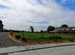Nous vous proposons deux terrains à bâtir situés dans le centre de Vezon, orientation plein sud en zone d'habitat à caract&