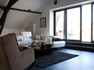 Superbe penthouse dans un esprit luxueux en plein centre-ville de Tournai.<br /> L'appartement s'étend sur d'énormes surfaces ! + de 300