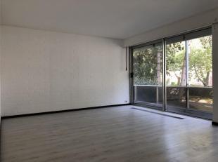 Superbe studio dans un cadre verdoyant à deux pas de la ville proche de tout.<br /> Il est composé d'une salle de bains, d'un lavabo et