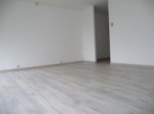 Très bel appartement entièrement rénové situé près des axes autoroutiers!! Celui-ci sera composé d'un