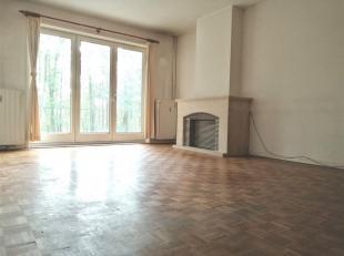 Situé au Mont-Saint-Aubert, nous vous présentons ce bel appartement de plain-pied à restaurer, dans un cadre bucolique. Celui-ci