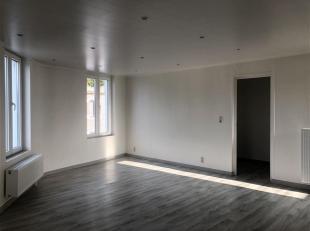 Superbe appartement entièrement rénové avec parquet neuf.<br /> Il se divise en deux parties: <br /> Première partie compo