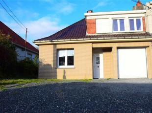 Grande maison 3 façades située à l'entrée des grands axes, à 2' de la ville proposant de beaux espaces, un garage e