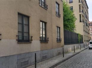 ONDER OPTIE ! Appartement van 2005 in de Brusselse Vijfhoek gelegen (tussen kanaal en Bloemenhofplein). 2de verdieping (geen lift) van een leuke mede-