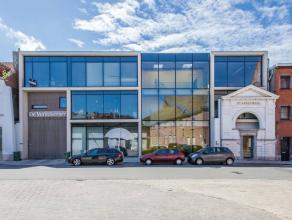 Nabij Lievekaai bevindt zich in de Molenaarsstraat dit gebouw met tijdloze architecturale uitstraling van architect Jan Wynants. Het oude gedeelte van
