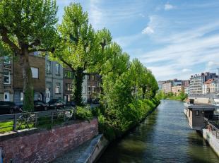 Omgeven door water met vooraan zicht op de Nederschelde en achteraan zicht op de Schelde. Door zijn unieke ligging nabij alle belangrijke in- en uitva