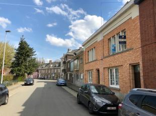 We vinden deze woning terug in de Domien Ingelstraat, vlakbij het centrum van Drongen en op 10min wandelen van het station van Drongen. Ook de nabijhe