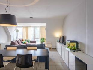 Op 7min wandelen van het Station Gent-Sint-Pieters vinden we dit 2 slpk appartement terug. Dit duplex-appartement bevindt zich in de rustige Maaltebru