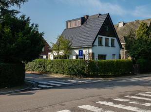 Nabij Gent vinden we deze karaktervolle woning (bew opp 202m2) terug. Het huis onderging alvast enkele ingrepen waarvan de volledige renovatie van het