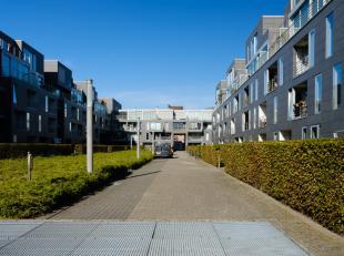 Met een bewoonbare oppervlakte van 80m2, 2 volwaardige slaapkamers en een mooie privatieve tuin die aansluit op de leefruimte is dit appartement uiter