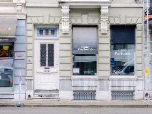Pop-up winkel van 60 m2 op commerciële ligging met parking voor de deur. Voorzien van sanitair, kitchenette, kelder (voor stockage). Minimumduur