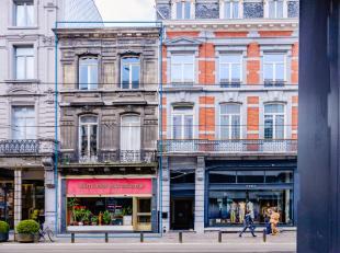 Centrum Gent: investeringspand type herenhuis bestaande uit handelszaak en twee appartementen.Op een toplocatie in de Vlaanderenstraat, tussen twee ge